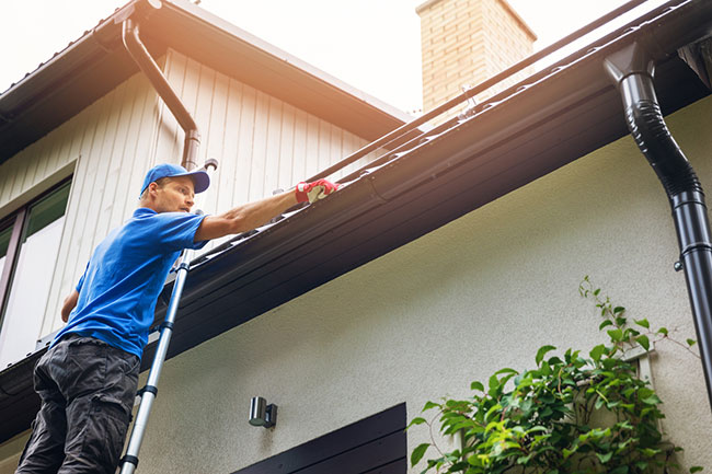 3 Reasons to Hire a Professional For Help With Your Gutters